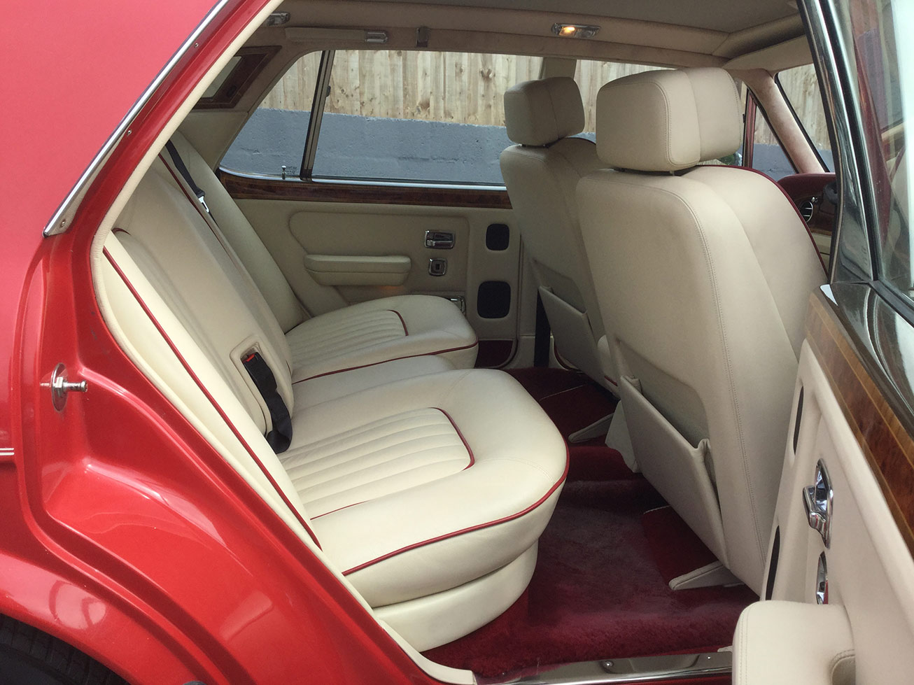 Interior of Rolls Royce silver spirit 2